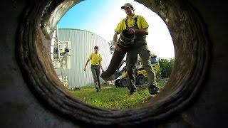 preview picture of video 'Fermenterreinigung in einer Biogasanlage | Saugbagger | Hans Hölzl e.K.'