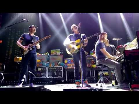 Coldplay - Us Against the World (Fly on a silver bird) - (Live in Los Angeles)