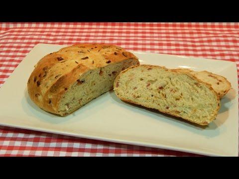 Receta de pan esponjoso con bacón y cebolla
