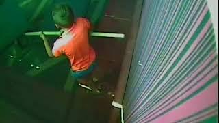 Два школьника разгромили лопатами ночной клуб!
