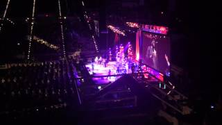Arnold McCuller nails the outro to Shower The People-Pensacola, FL 4-19-16