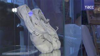 Балетные туфли Михаила Барышникова ушли с молотка за миллион рублей