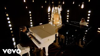 Kadr z teledysku A Beautiful Noise tekst piosenki Alicia Keys & Brandi Carlile