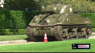 World War II tank arrives in River Oaks