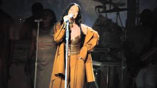 Download Video Rihanna - Love On The Brain (Live At Barclays Center) 3/30/16