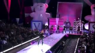 Ricky Martin Victoria's Secret 2005   Drop It On Me HD