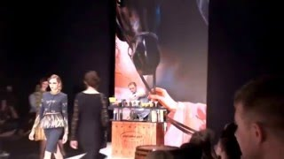 Добавлено видео с показа коллекции модного дизайнера Ксении Князевой, украшением которого стали карт