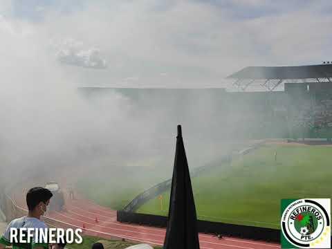"""""""Refinero presente - Oriente petrolero vs wilsterman"""" Barra: Los de Siempre • Club: Oriente Petrolero • País: Bolívia"""