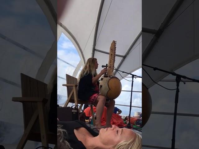 Ligconcert Afrikaanse Kora & zang @ the beach tijdens Footprint Festival Den Haag