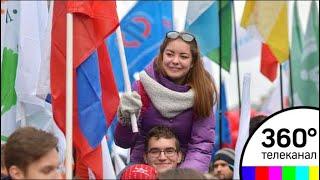 Парад-карнавал фестиваля молодежи и студентов проходит в Москве