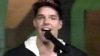 """RICKY MARTIN  canta """" CUANDO TE VEO PASAR """" en SIEMPRE EN DOMINGO."""