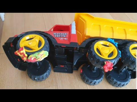Fatih selim annesi uyurken kamyonun tekerleklerine oyun hamuru yapıştırmış oyuncakları dağıtmış