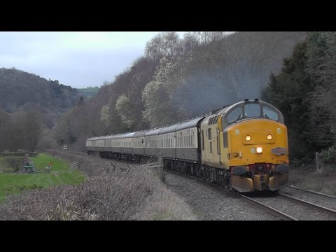 Network Rail 97302 thrashes towards Shrewsbury with 'The Hea…