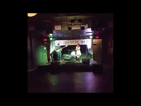 "A clip of cover song ""Jolene"" (Dolly Parton) at Smith's Olde Bar in Atlanta, GA."