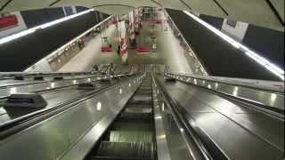 preview picture of video 'Canary Wharf Tube Station At Night'