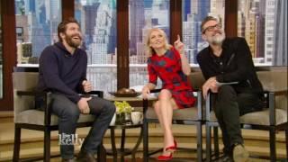 Kelly Tries to Get Jake Gyllenhaal a Date