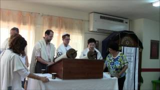 preview picture of video 'אביב עולה לתורה Aviv's Torah reading'