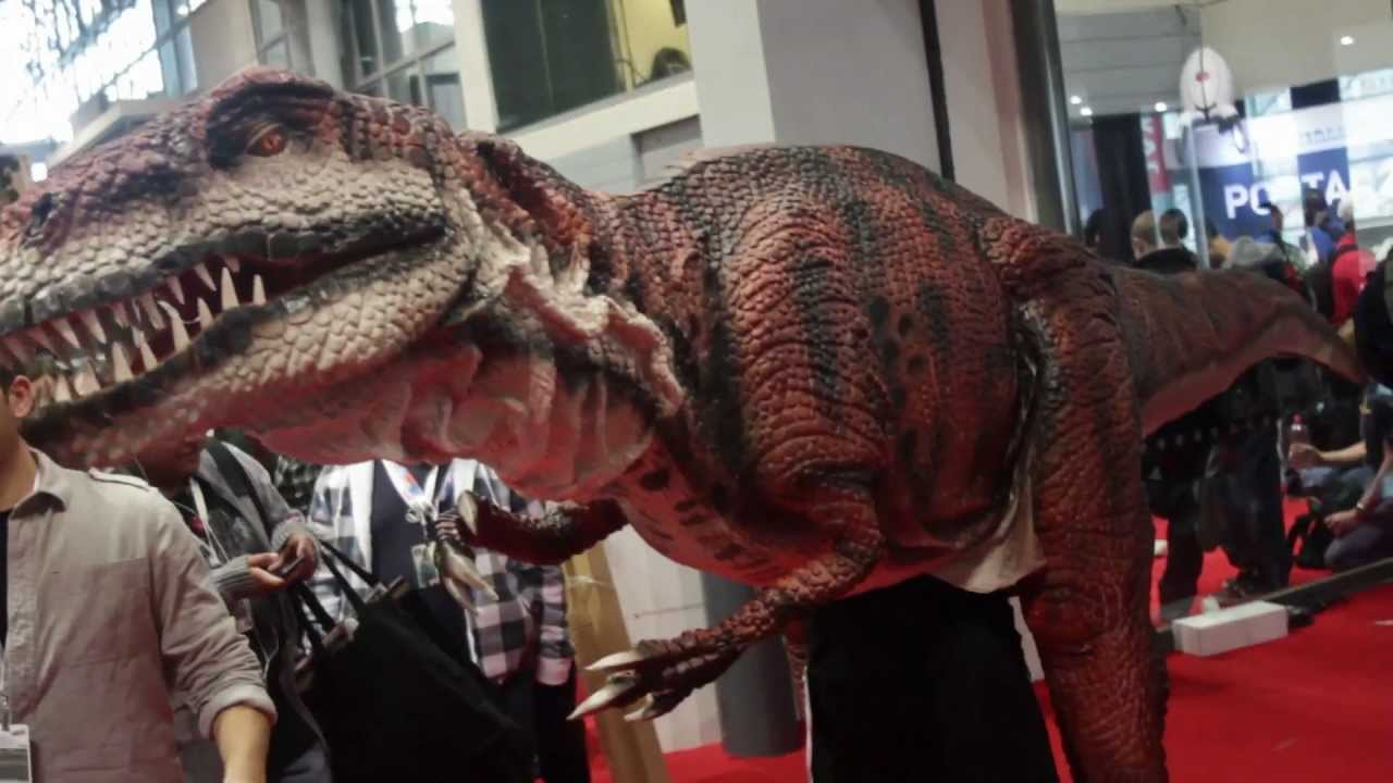 There's A Dinosaur Loose At New York Comic-Con