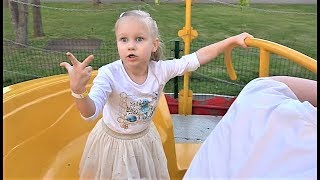 КЛАССНЫЙ парк развлечений для детей !!! Алиса весело погуляла и покаталась на аттракционах !