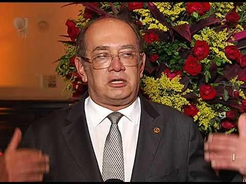 CCJE sedia entrega de medalha Assis Brasil