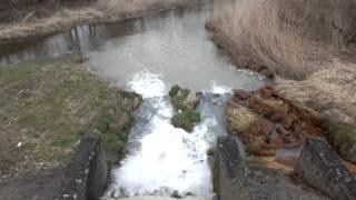 preview picture of video 'Abwasser-Ockerbrühe am Pumpwerk Zainach DSCF8597'