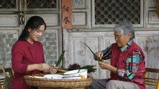 It is a customary practice to wrap Zongzi on Dragon Boat Festival.
