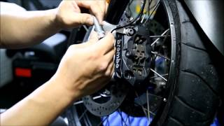 How to dismantle wheel from motorcycle