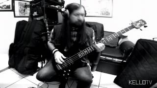 "Them Crooked Vultures - ""No One Loves Me & Neither Do I"" (Bass Cover)"