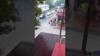 ребенок утонул в ливневке. любительское видео