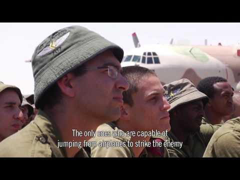 חיילי הצנחנים קופצים את הקפיצה הגדולה