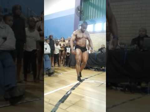 Sifiso Lungelo Thabete спортсмен из ЮАР, сломал шею при попытке сделать сальто