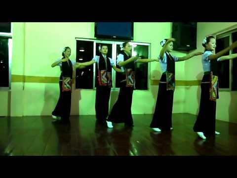 Múa dân tộc Thái