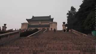 preview picture of video '(RAW) Asia Trip: Nanjing Mausoleo Sun Yat Sen 3'