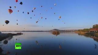 Сотни воздушных шаров украсили небо над Мексикой