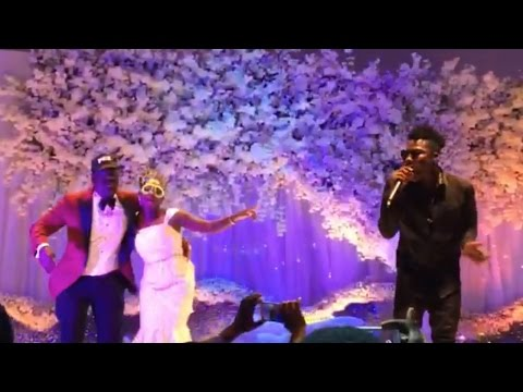 Reekado Banks performing Katapot and Oluwa Ni at a wedding