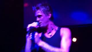 Aaron Carter performing When It Comes To You