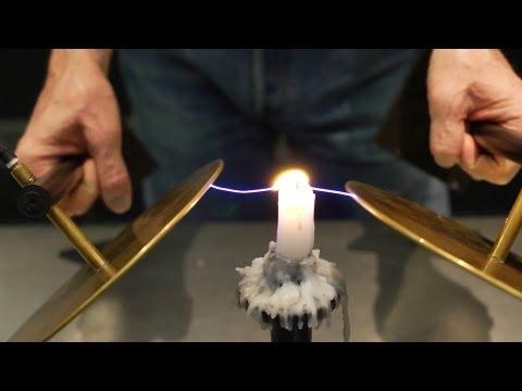 Co se skrývá v plamenu svíčky?