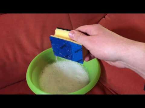 Sofa reinigen mit Kernseife und destilliertem Wasser Garnitur sauber machen Couch reinigen Anleitung