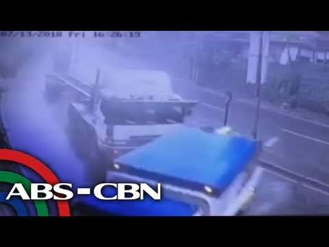 [ABS-CBN]  TV Patrol: 24-wheeler truck sumemplang sa bahay, tindahan sa QC