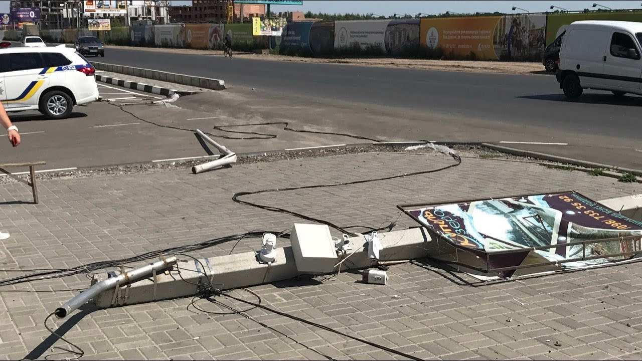 Водитель Mitsubishi Pajero летел и сбивал столбы, даже не пытаясь тормозить