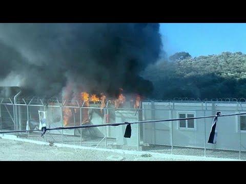 Εξέγερση στη Μόρια – Φωτιές, πετροπόλεμος και χημικά