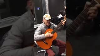 Талантливые люди талантливы во всем  Красивый кавер от мужчины на гитаре