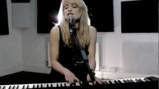 Annie Lovell - I Won't Cry (Performance Video)