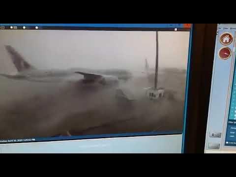 العرب اليوم - شاهد: لحظة تصادم طائرتين قطريتين في مطار حمد الدولي
