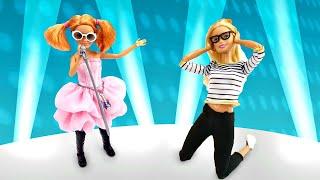 Stacie monta el caos en casa de Barbie. Vídeos para niñas