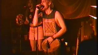 "Too Many Cooks et Lulu Hughes chantent ""I Wanna Sing"" au Rock Pile le 31 dec.94"