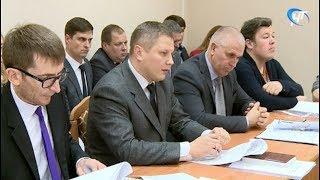 Готовность Великого Новгорода к зимней уборке обсуждалась на заседании профильной комиссии ГорДумы
