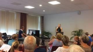 Time is a jailer (Anouk) door Tjitske Hettema met Lars Mulder op piano