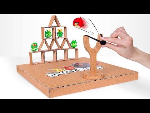 Selbstgemachtes Angry Birds-Spiel aus Karton