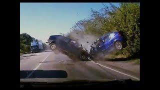 DashCam Russia - Crazy Drivers and Car Crashes